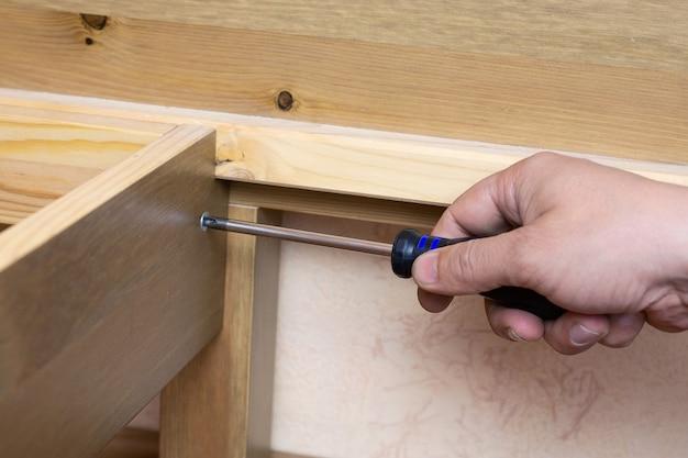 De vergadering van houten meubels