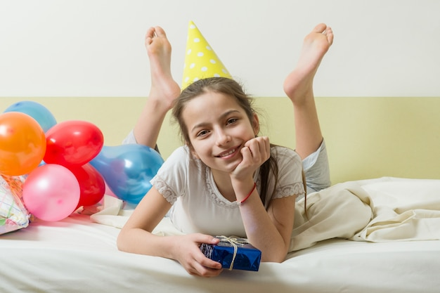 De verjaardag van het tienermeisje is tien jaar oud