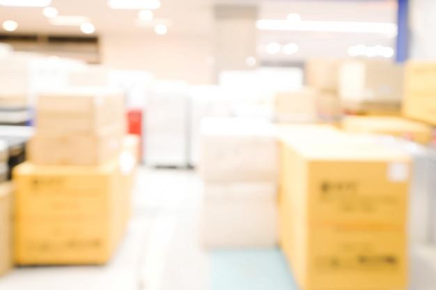 De verpakkende doos in winkelsamenvatting defocused vage achtergrond. bedrijfsconcept.