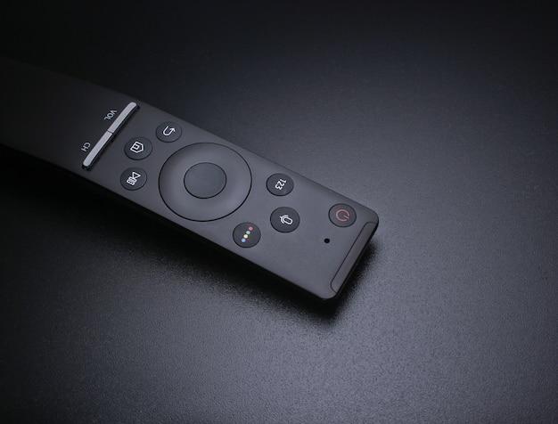 De verre close-up van tv op donkere zwarte