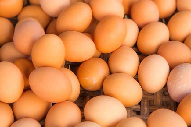 De verse eieren sluiten omhoog