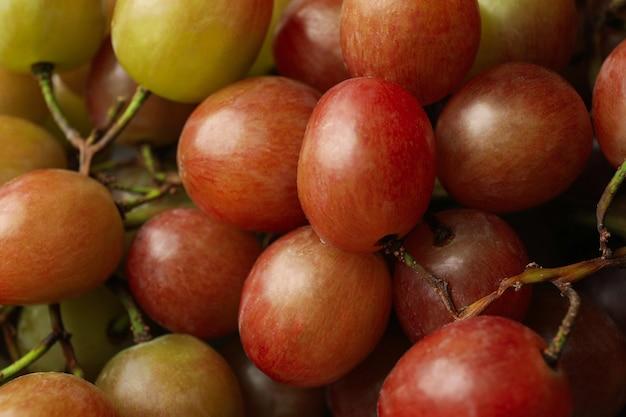De verse rijpe druif in zijn geheel, sluit omhoog