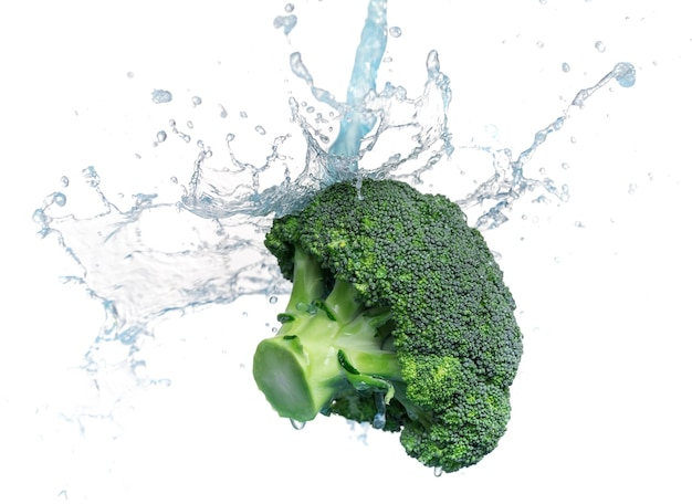 De verse tak van groene broccoli giet water. op een witte achtergrond.
