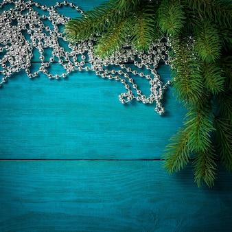 De vertakking van de kerstboom met decoraties