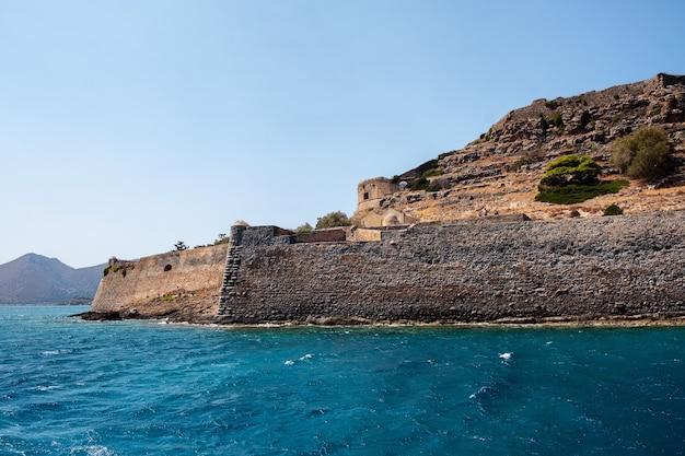 De vesting van spinalonga dichtbij kreta in griekenland