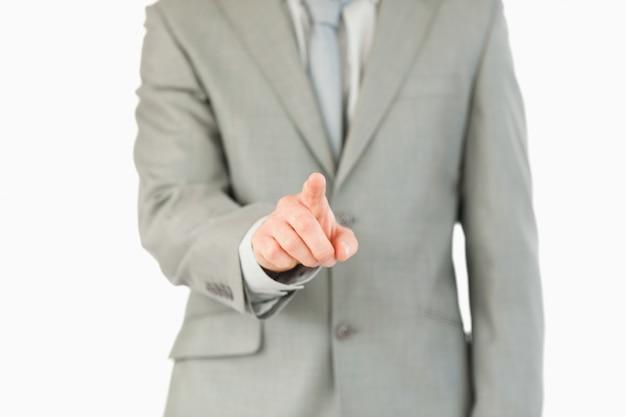 De vinger die van de zakenman futuristische touchscreen activeert
