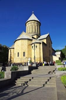 De vintage kerk in de stad tbilisi, georgië