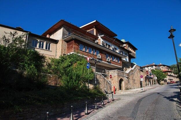De vintage straat in veliko tarnovo in bulgarije