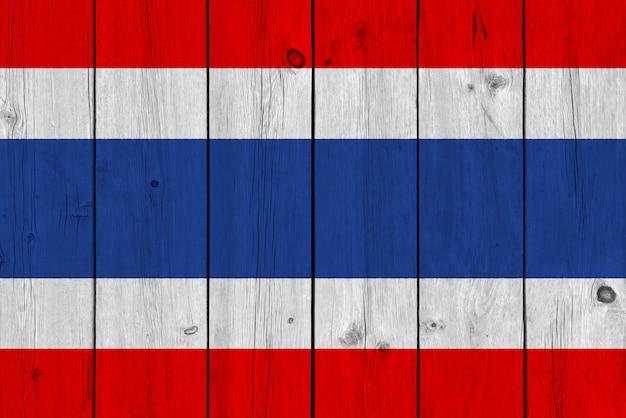 De vlag van thailand op oude houten plank wordt geschilderd die