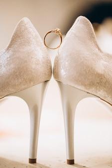 De voetslijtage van het huwelijk dicht omhoog