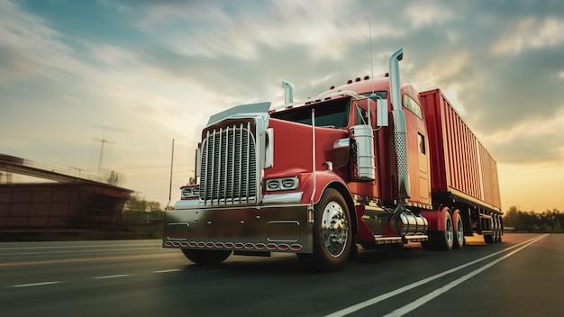 De vrachtwagen rijdt met hoge snelheid over de snelweg