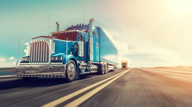 De vrachtwagen rijdt over de snelweg