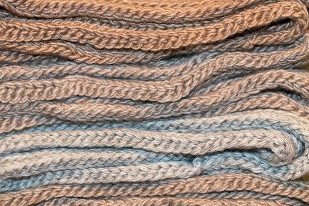 De warme sjaals vouwen op elkaar