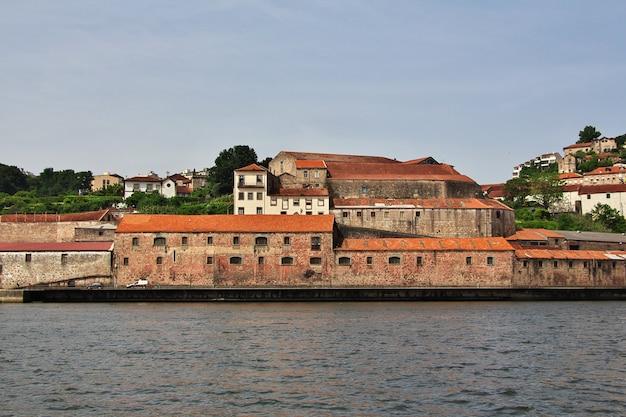 De waterkant van rio douro in porto, portugal