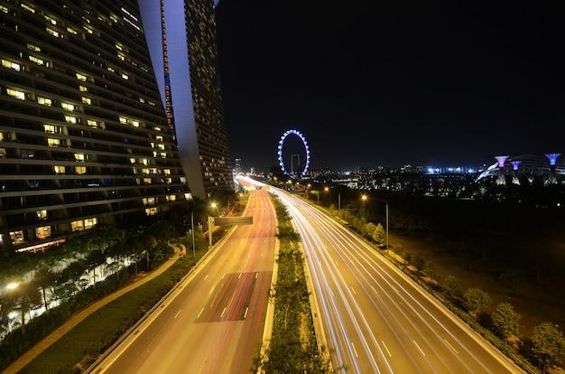 De weg dichtbij de baai van de jachthaven schuurt hotel in singapore
