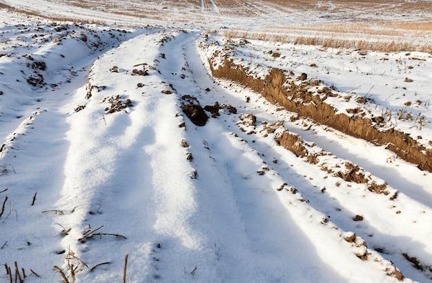 De weg in het winterseizoen