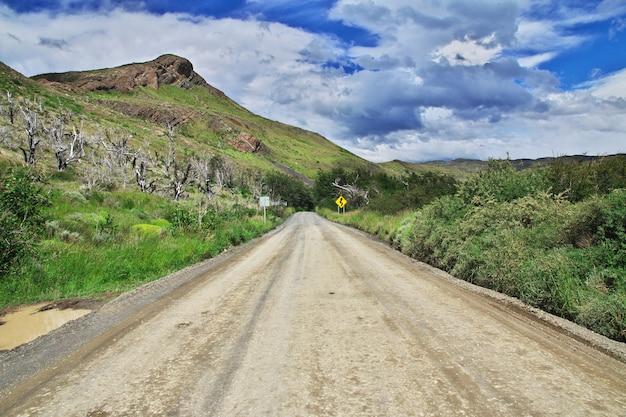 De weg in torres del paine-park, patagonië, chili