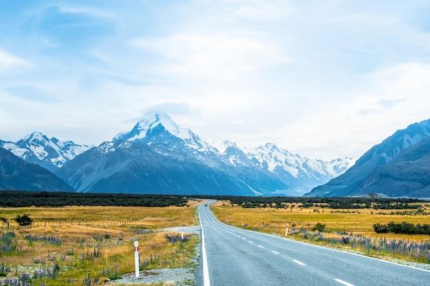 De weg naar mount cook, nieuw-zeeland.