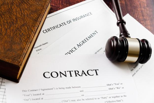 De wettigheid van een contract wordt bepaald door een rechter in geval van vraag.