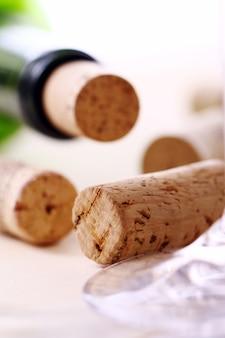 De wijn kurkt op een lijst