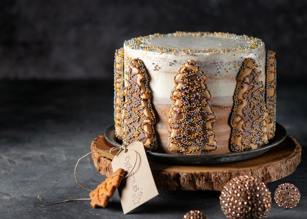 De wintercake van kerstmis met koekjes in boomvorm