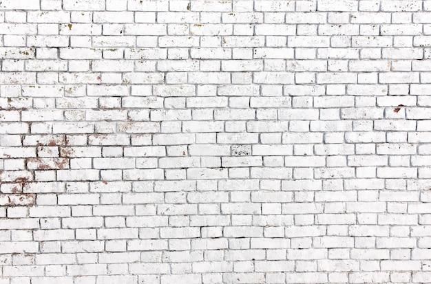De witte grungebakstenen muur