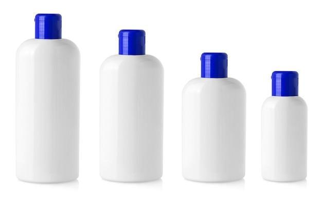 De witte lege plastic flessen op wit wordt geïsoleerd