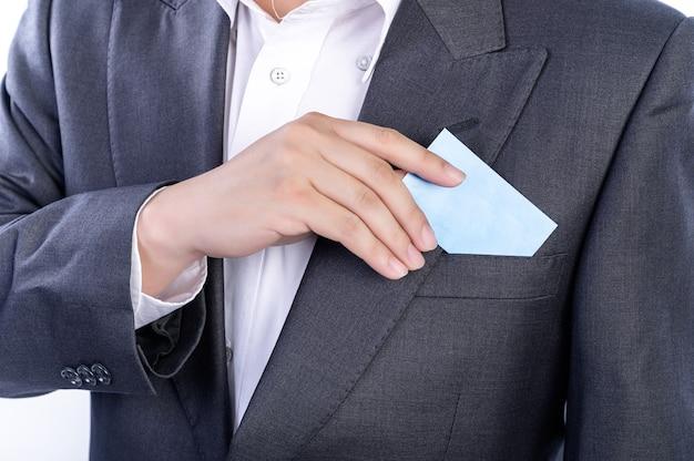 De zakenman en het visitekaartje met smart casual