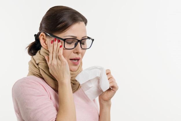 De zieke zakdoek van de vrouwenholding, witte achtergrond