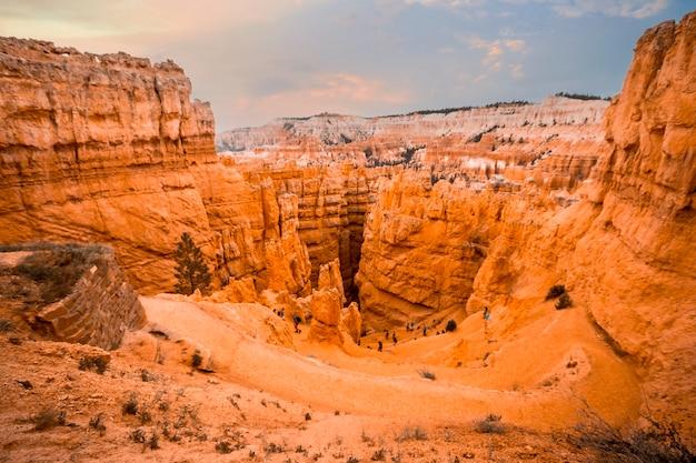 De zigzag beklimming van de prachtige navajo loop trail in bryce national park