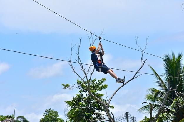 De zipline jungle file-activiteit is een uitdaging