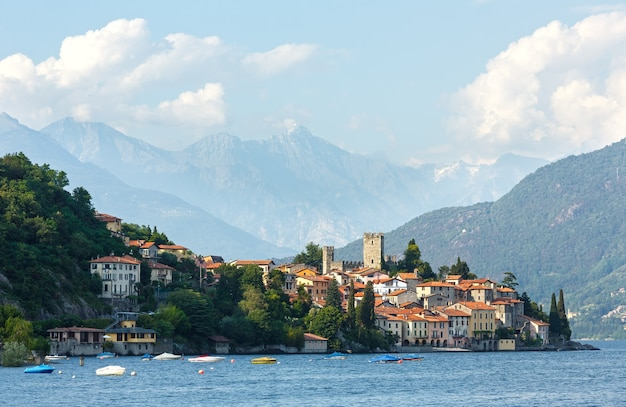 De zomermening van het comomeer (italië) van de schipraad