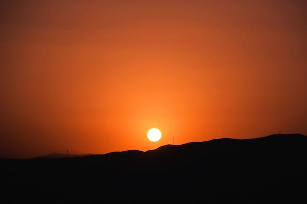 De zon ondergaat