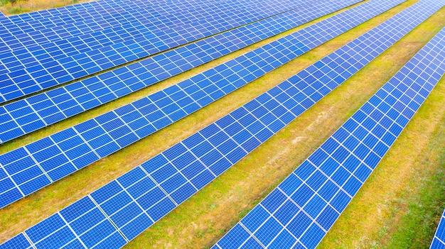 De zonne-boerderij een luchtfoto