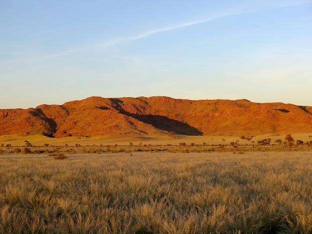 De zonsopgang op namib-woestijn, sossusvlei, namibië