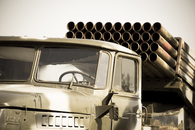 De zware militaire voertuigen van de sovjet-unie uit de periode van de tweede wereldoorlog