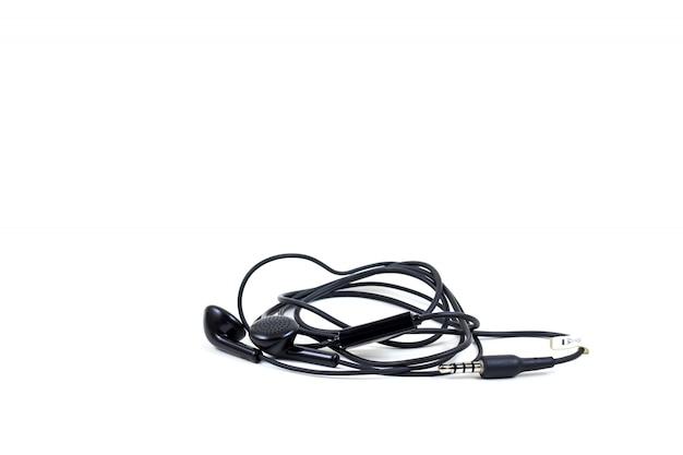 De zwarte hoofdtelefoons met hoofdtelefoon liggen op wit geïsoleerde achtergrond
