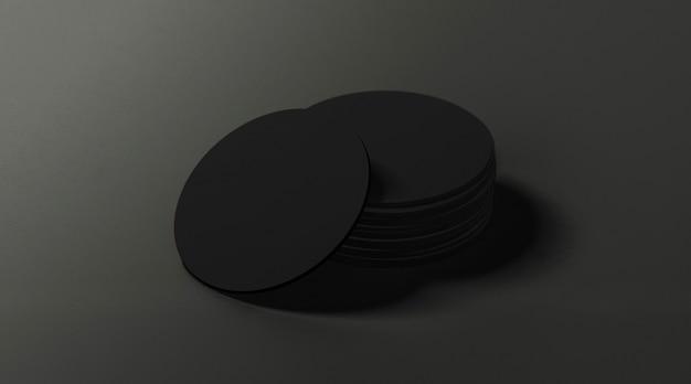 De zwarte ronde bierviltjes stapelen zich op donkere oppervlakte op