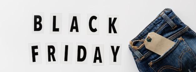 De zwarte vlakte van de vrijdagverkoop lag op witte achtergrond