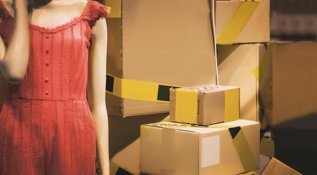 Deatvoorraad van de mode in het concept van de economische resessie