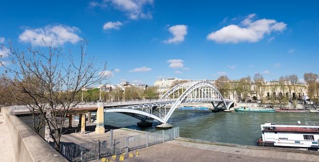 Debilly-voetgangersbrug in parijs, frankrijk