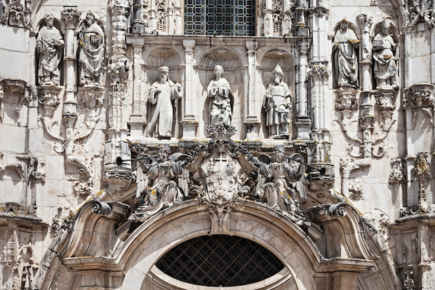 Decor van het santa cruz-klooster in coimbra, portugal
