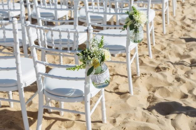 Decoratie bloemen voor een huwelijksceremonie.
