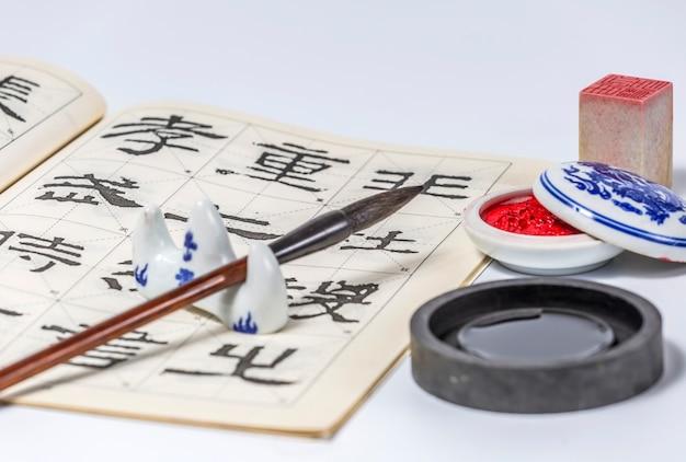 Decoratie witte japanse zen gereedschap kwast