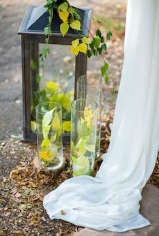 Decoraties in herfststijl voor een huwelijksceremonie