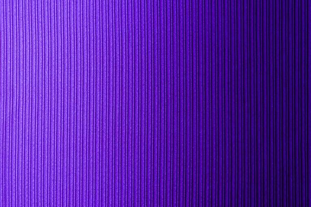 Decoratieve achtergrond lila, violette kleur, gestreept textuur horizontaal verloop.