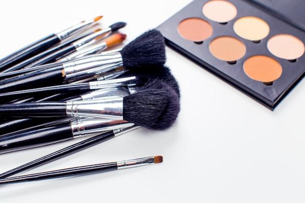 Decoratieve cosmetica geïsoleerd. make-up benodigdheden