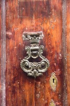 Decoratieve deurklopper