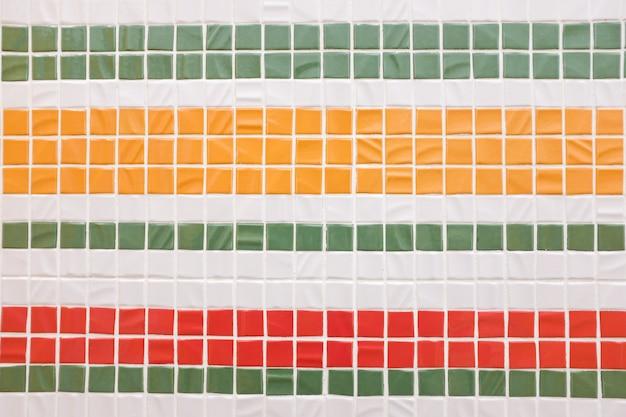 Decoratieve kleurrijke mozaïektextuur. gekleurde tegels, muur.