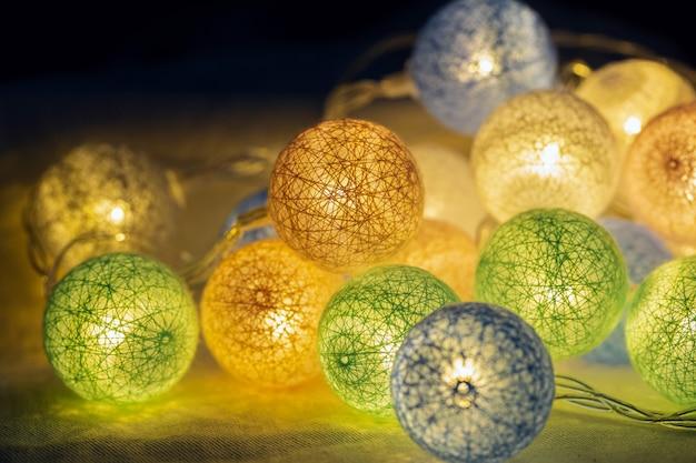 Decoratieve led-verlichting voor feest, kerst, gelukkig nieuwjaar, feestelijk, evenement, gelukkige verjaardag, feest, gefeliciteerd ontwerp.